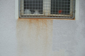 Rost auf Putzfassade reinigen