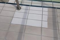Schwimmbad Fliesenreinigung