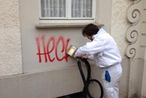 Graffiti entfernen auf Farbanstrich