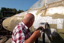 Flugzeugrumpf entlacken
