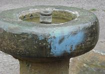 Bronzebrunnen mit Graffiti