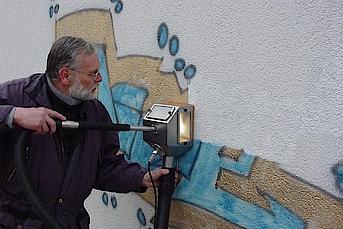 Graffiti entfernen auf Putz