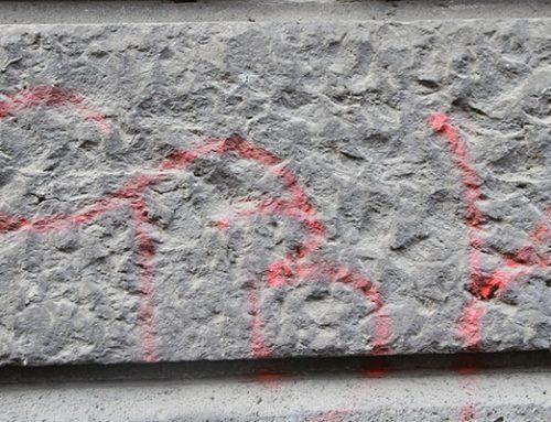 Graffiti Entfernung von Naturstein